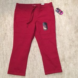 NWT No Boundaries mid rise capris skinny fit crop